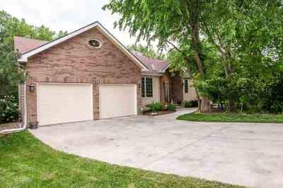 Manhattan KS Single Family Home For Sale: $305,000
