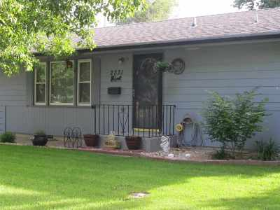 Manhattan KS Single Family Home For Sale: $164,900