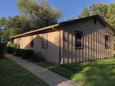 Manhattan KS Single Family Home For Sale: $135,000