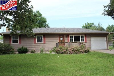 Manhattan KS Single Family Home For Sale: $124,000