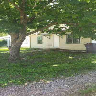 Wamego KS Single Family Home For Sale: $144,500