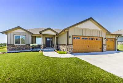 Riley County Single Family Home For Sale: 2511 Players Circle