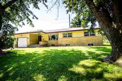 Junction City Single Family Home For Sale: 853 Cypress Ct