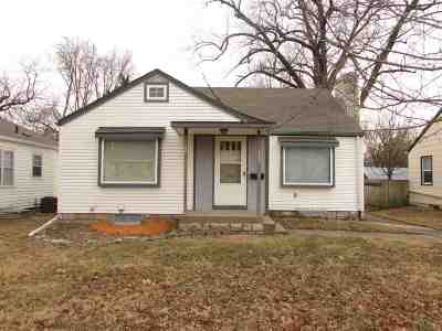 Riley County Single Family Home For Sale: 723 Bertrand Street