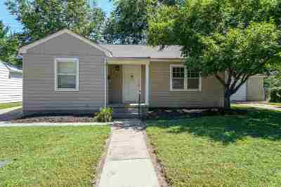 Riley County Single Family Home For Sale: 1839 Hunting Avenue