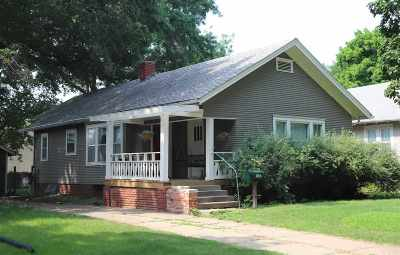 Riley County Single Family Home For Sale: 1527 Humboldt Street