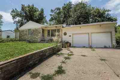Riley County Single Family Home For Sale: 523 Edgerton Avenue
