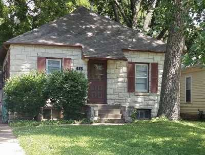 Riley County Single Family Home For Sale: 415 S Manhattan Avenue