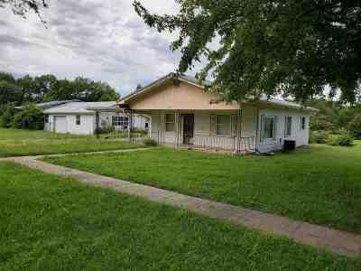 Herington Single Family Home For Sale: 203 S G