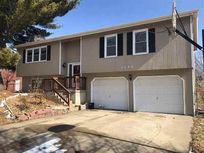 Manhattan Single Family Home For Sale: 1300 Frontier Lane