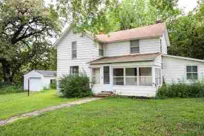 Manhattan Single Family Home For Sale: 4490 Tuttle Creek Boulevard