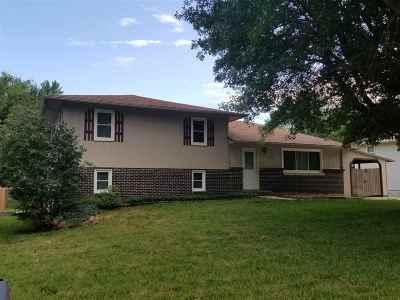 Wamego Single Family Home For Sale: 1213 15th Street