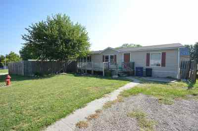 Junction City Single Family Home For Sale: 816 Plaza Dr.