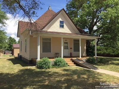 Minneapolis KS Single Family Home For Sale: $144,000