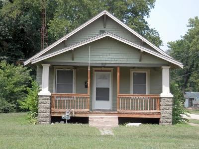 Salina KS Single Family Home Under Contract: $54,900