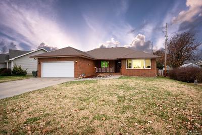Salina Single Family Home For Sale: 2124 Shalimar Drive