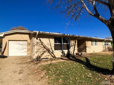 Salina Single Family Home For Sale: 740 Greenbriar Circle