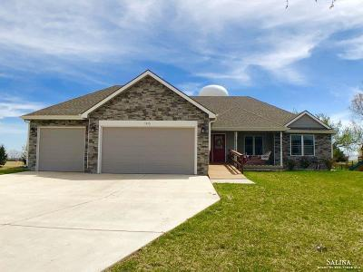 Salina Single Family Home For Sale: 1813 Bluestem Lane