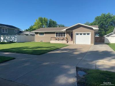 Salina Single Family Home For Sale: 2134 Nottingham Drive