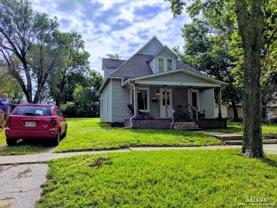 Minneapolis Single Family Home For Sale: 608 North Sheridan Street