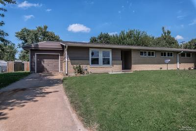 Salina Single Family Home For Sale: 707 Banner Circle