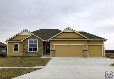 Topeka KS Single Family Home For Sale: $268,900