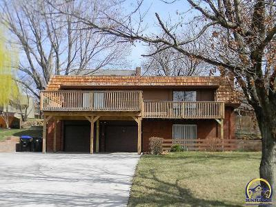 Topeka Single Family Home For Sale: 3910 SW Chelmsford Rd