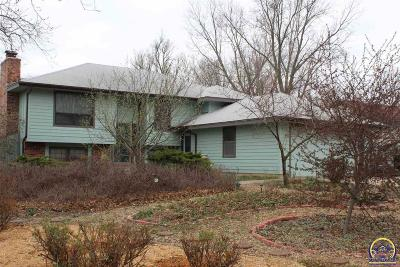 Topeka Single Family Home For Sale: 2731 SE 33rd St