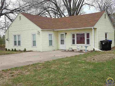 Topeka KS Single Family Home For Sale: $74,950