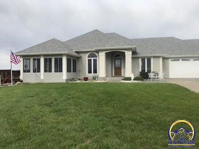 Topeka Single Family Home For Sale: 5139 NW Rochester Rd
