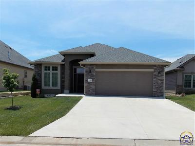 Topeka Single Family Home For Sale: 2121 SW Village Hall Rd