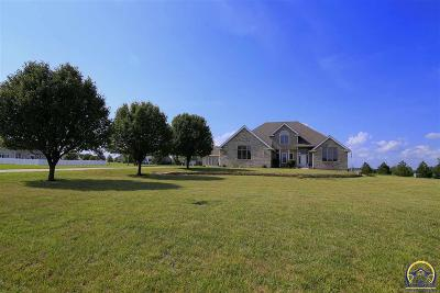 Topeka Single Family Home For Sale: 7622 SW 19th St