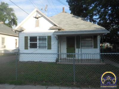 Topeka Single Family Home For Sale: 609 SE Lake St
