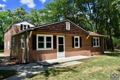 Topeka Single Family Home For Sale: 3922 NW 70th St