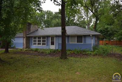 Topeka Single Family Home For Sale: 4504 SW 21st St