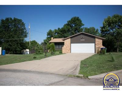 Topeka Single Family Home For Sale: 2400 SE Shorewood Ct