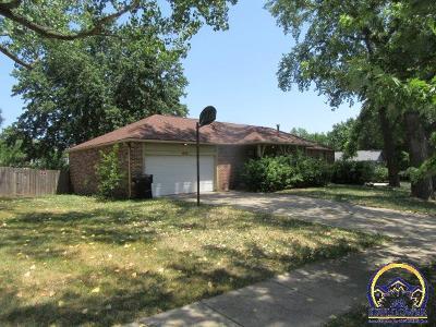 Topeka KS Single Family Home For Sale: $142,000