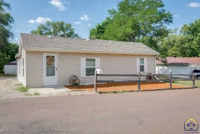 Topeka KS Single Family Home For Sale: $104,900