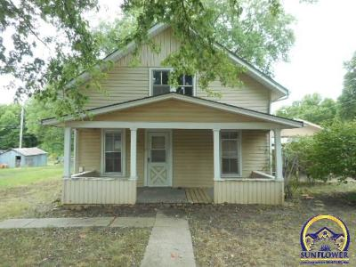Topeka Single Family Home For Sale: 6549 NW Elmont Rd