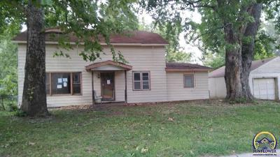 Topeka KS Single Family Home For Sale: $70,000