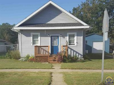 Single Family Home For Sale: 611 Main St