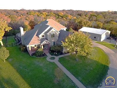 Topeka Single Family Home For Sale: 2830 NE Kansa Trl