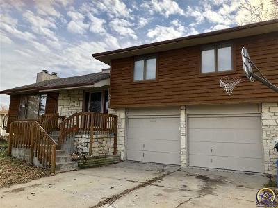 Topeka KS Single Family Home For Sale: $214,900