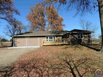 Topeka KS Single Family Home For Sale: $214,900