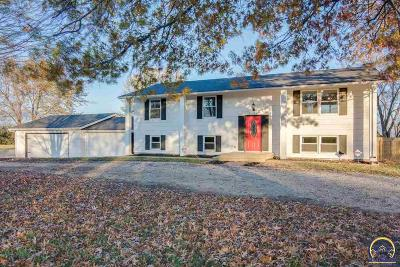 Topeka Single Family Home For Sale: 5548 NW Brickyard Rd