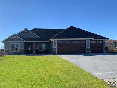 Topeka Single Family Home For Sale: 5105 NW Sterling Dr