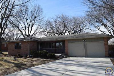Topeka KS Single Family Home For Sale: $249,900