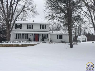 Topeka Single Family Home For Sale: 5620 SW Wanamaker Rd