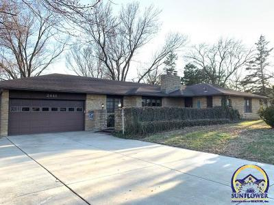 Topeka Single Family Home For Sale: 2441 SE 29th St