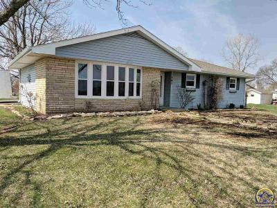 Single Family Home For Sale: 709 Arrowhead Dr